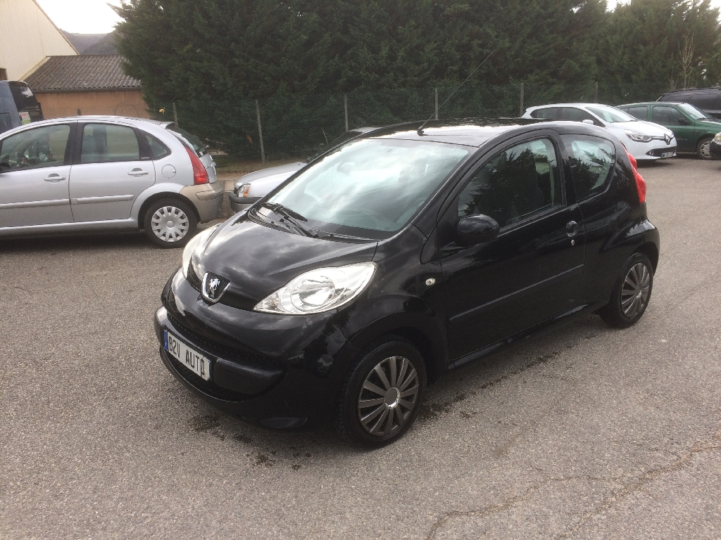 voiture peugeot 107 1 4 hdi trendy 3p occasion diesel 2005 118300 km 3990 la roche. Black Bedroom Furniture Sets. Home Design Ideas
